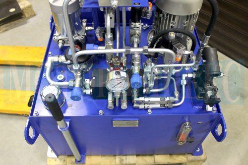"""Гідрообладнання на баку маслостанції МІ-1260 виробництва компанії """"Моторімпекс"""""""
