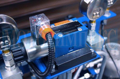 Гідророзподільник Oleodinamica Mozioni WE6 на монтажній плиті маслостанції СМІ-750