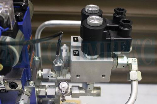 Гидроклапаны картриджные производителя Luen в монтажных плитах гидростанции СМИ-1167