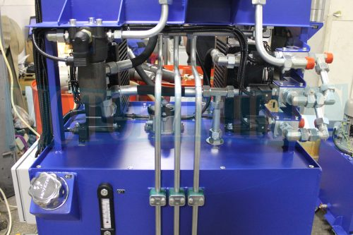 Гидрооборудование на баке маслостанции МИ-593: маслоохладители и сливной фильтр