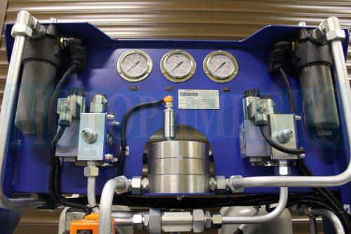 Гидрооборудование маслостанции МИ-684: напорные фильтры, гидрораспределители, расходомер и манометры