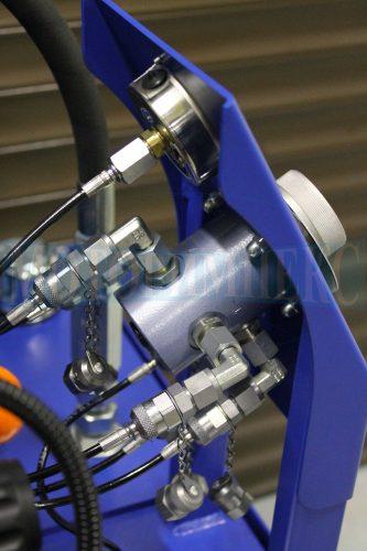 Переключатель манометров UOPF4 подключенный к точкам замера давления маслостанции МИ-1117