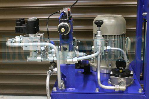 Модульные и картриджные гидроклапаны на монтажных плитах маслостанции СМИ-1167