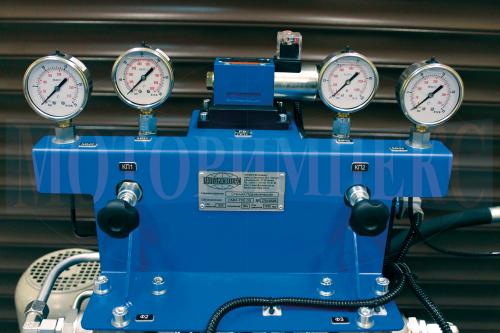 Гідророзподільник WE6 на монтажній плиті, запобіжні клапани і манометри маслостанції СМІ-750