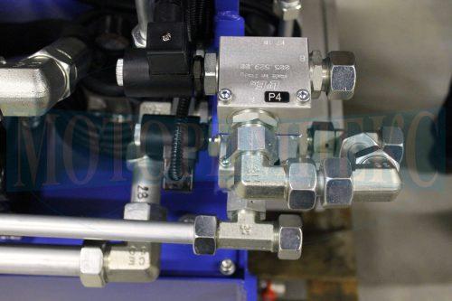 Картриджные клапаны в монтажных плитах производителя Luen на маслостанции МИ-684