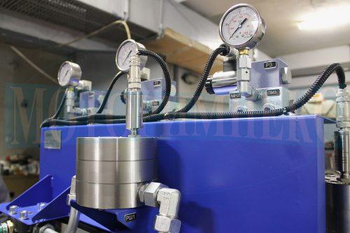 Гидрораспределители Ponar 4WE6, расходомер и манометры гидравлической станции МИ-593