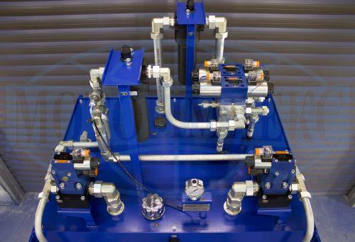 Гидравлическое оборудование на крышке маслостанции МИ-1388